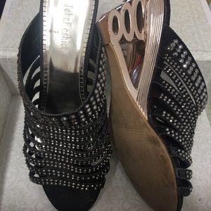JOHN Fashion size 7 slip on black sparkly heels
